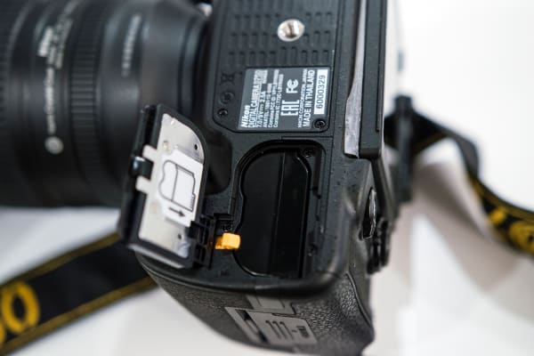 The D750 uses one EN-EL15 Rechargeable Li-ion Battery.