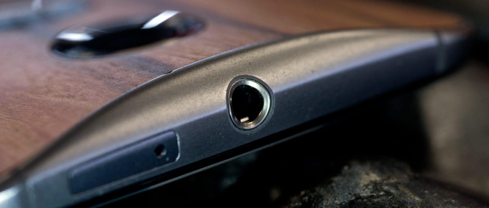 The headphone jack of the Motorola Moto X (2014 edition)