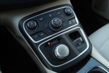 2015 Chrysler 200C17.jpg
