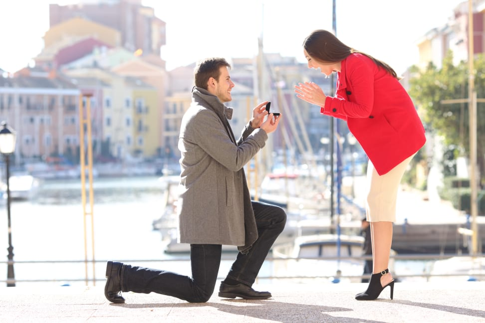 Man proposing marriage to girlfriend