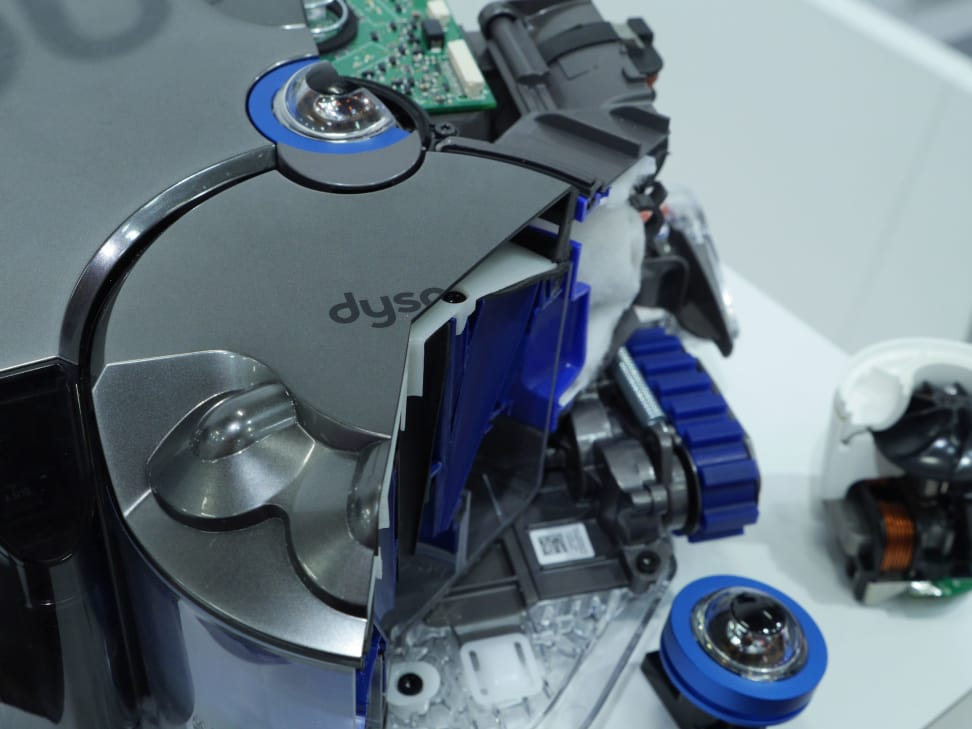 Dyson 360 Eye Robot Vaccum Hands On1.jpg