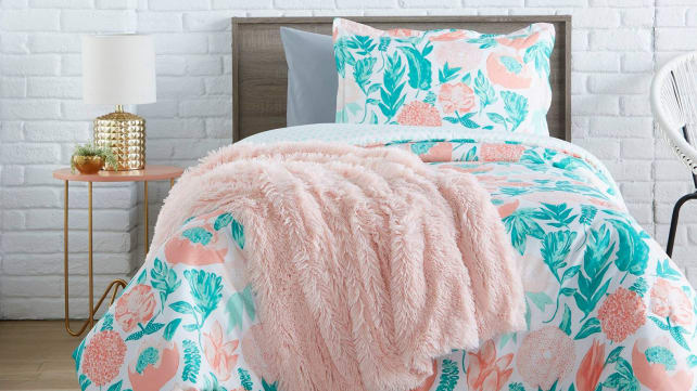 40 Cozy Blankets Under 40 That Will Keep You Warm This Fall Reviewed New Down Throw Blanket Target