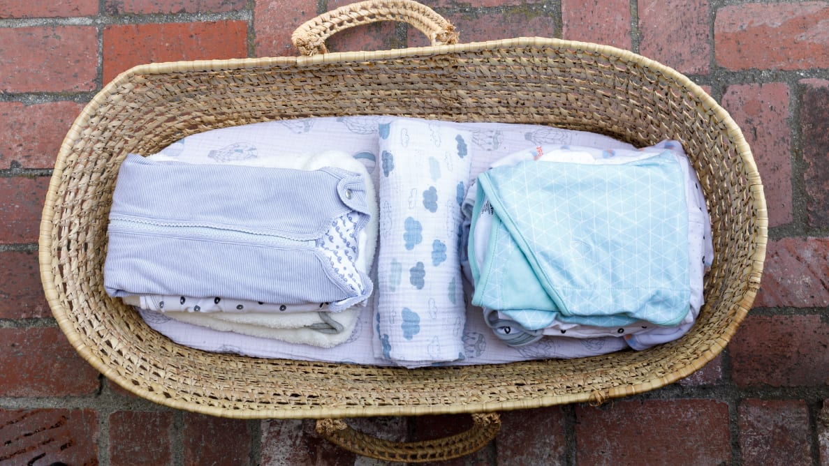 Easy to Use Natural Approach t.. Woombie My First Months Baby Swaddle with Hat