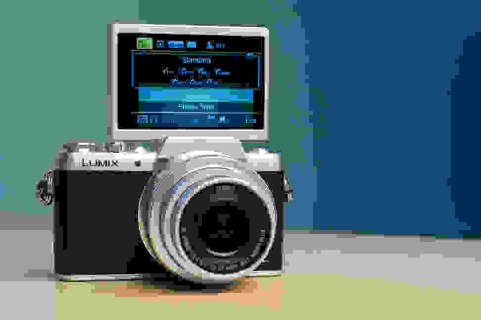 Panasonic Lumix DMC-GF7 Selfie Mode