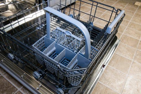 Asko D5534XXLFI empty cutlery basket