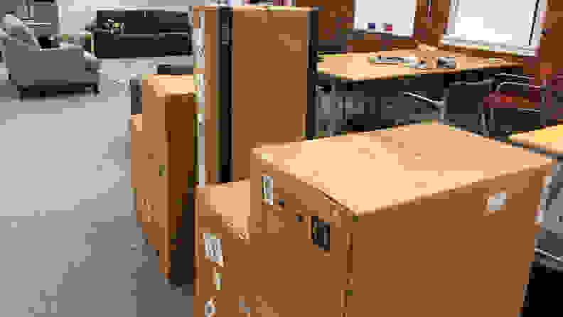 Amazon_furniture_in_boxes
