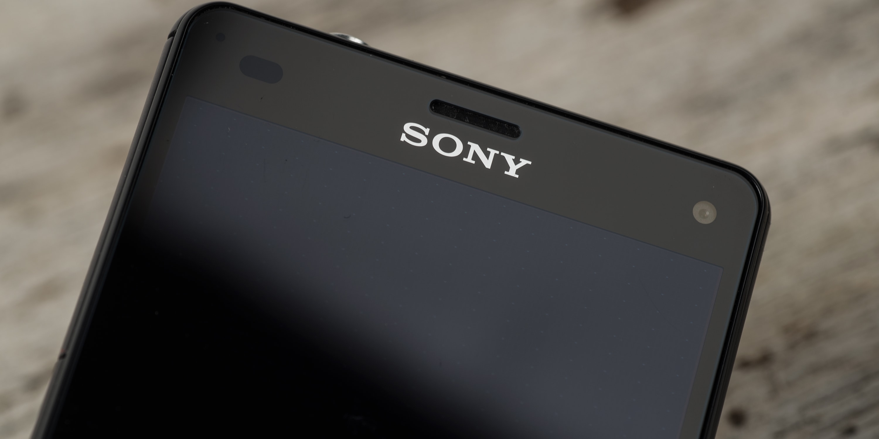 A photograph of the Sony Xperia Z3 Compact's earpiece.