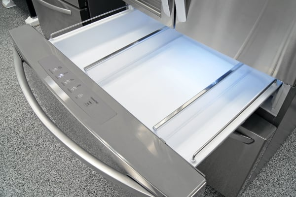 The LG LMXS30786S's center drawer comes with two sliding dividers for organized storage.