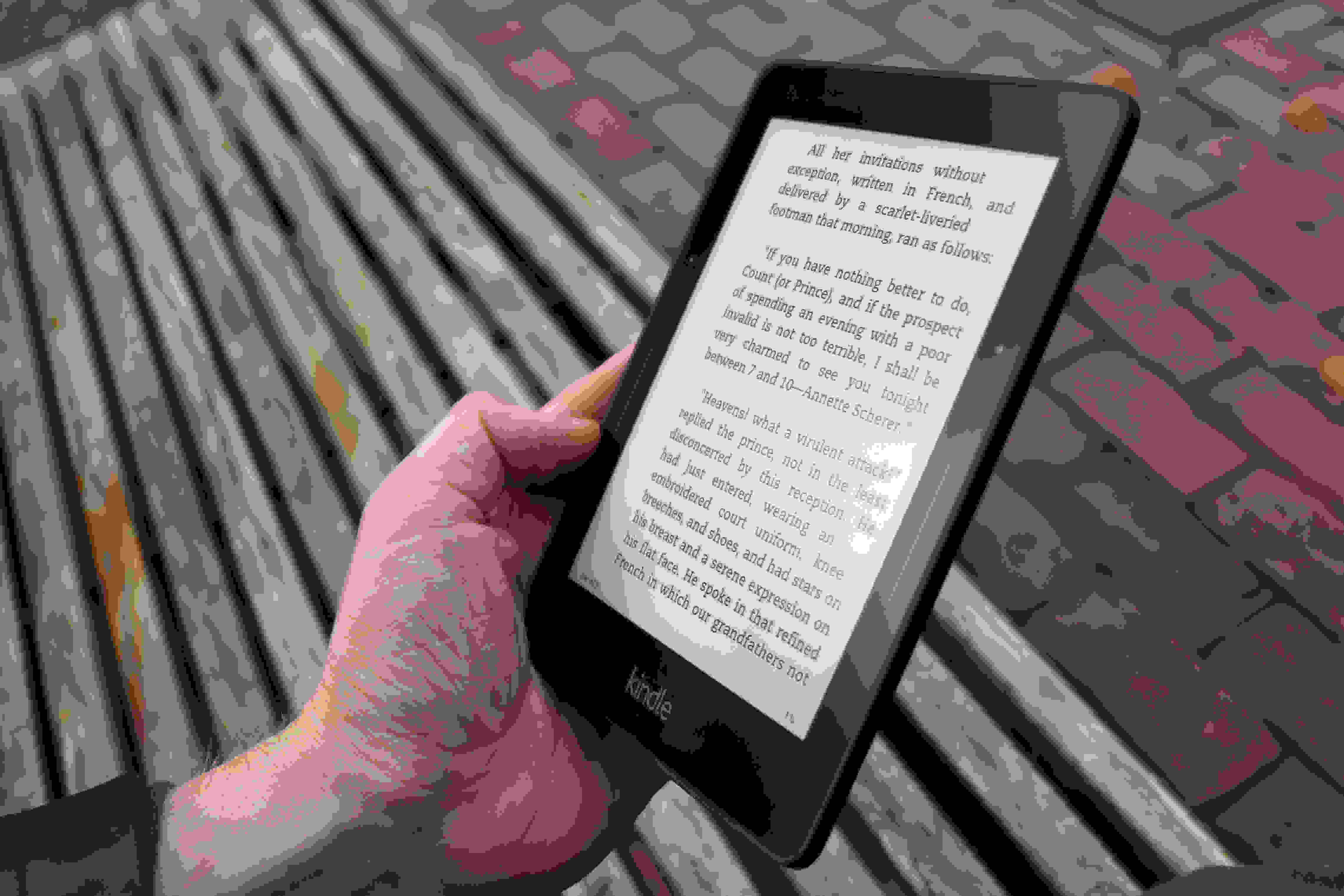 A photo of the Amazon Kindle Voyage's reflectivity.