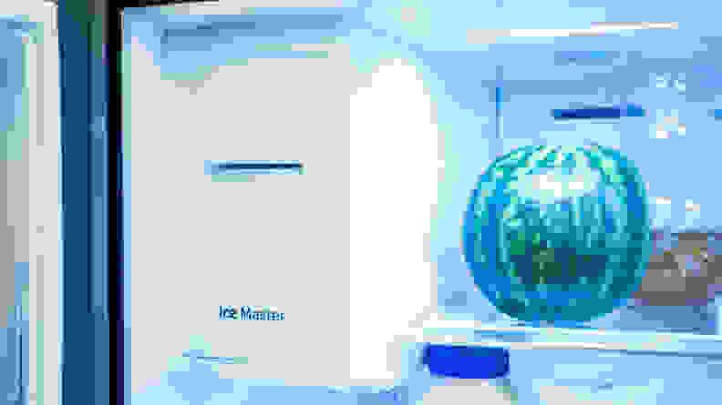 Samsung-RF23M8070SG-icemaker