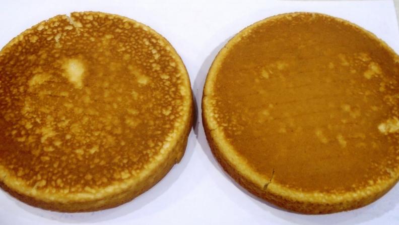 Cake-bottoms-convection-bake-Samsung_NX58K9500WG