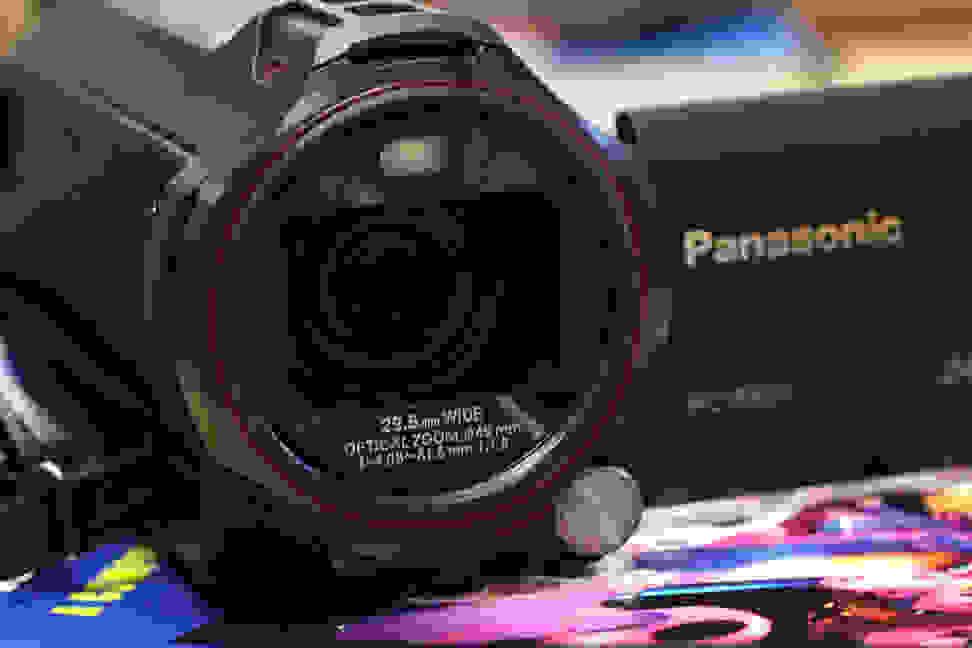 PANASONIC-W850-DESIGN-LENS.jpg