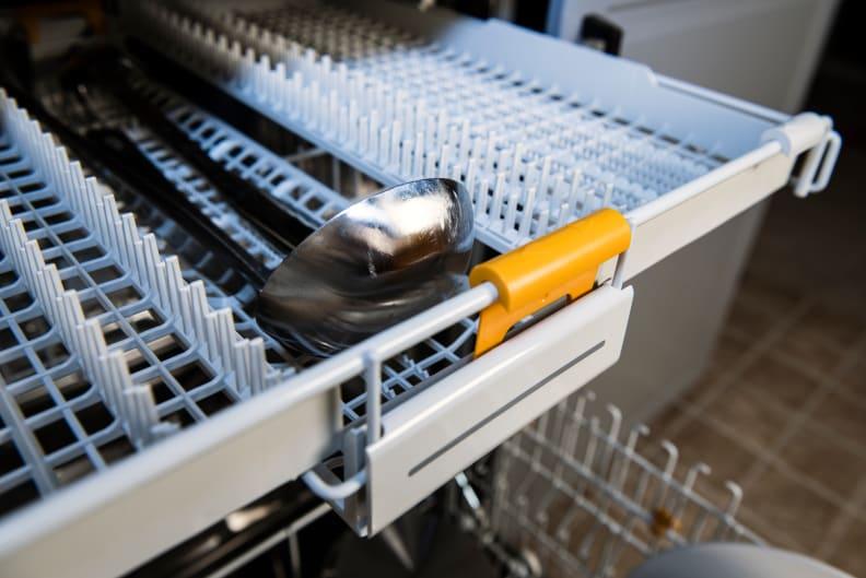 Miele Futura Dimension G5670SCVi serving utensils on the third rack