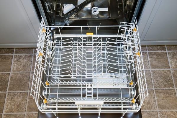 Miele Futura Dimension G5670SCVi bottom rack