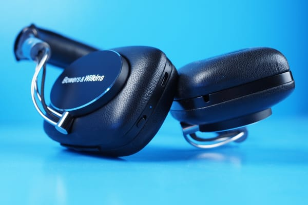 The controls on the right earcup are used to control your music and power on/pair using Bluetooth.