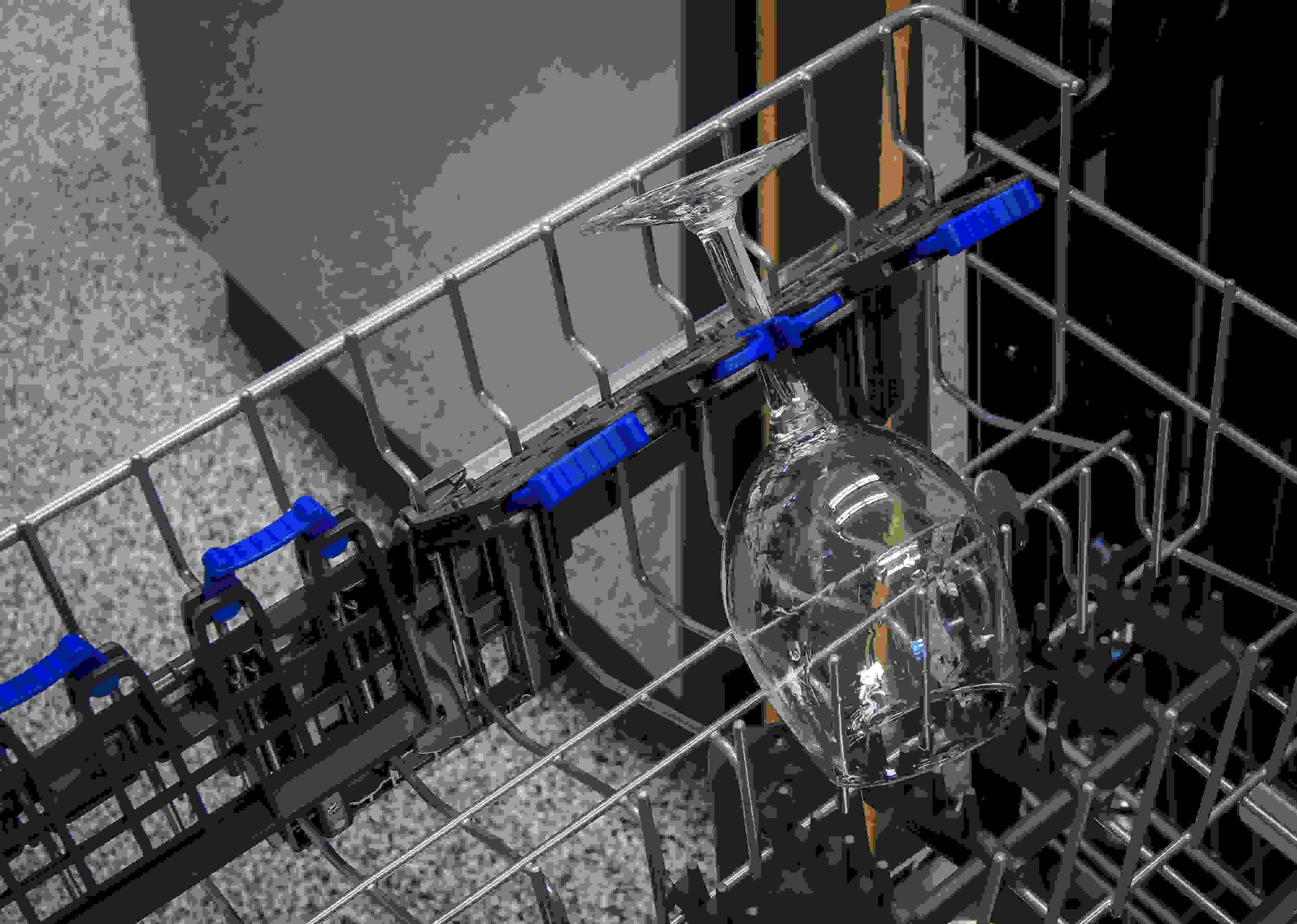 Electrolux EI24ID50QS stemeware clip