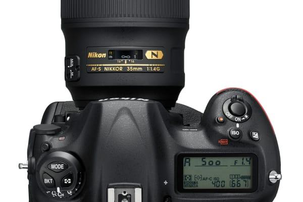 Nikon D5 Top