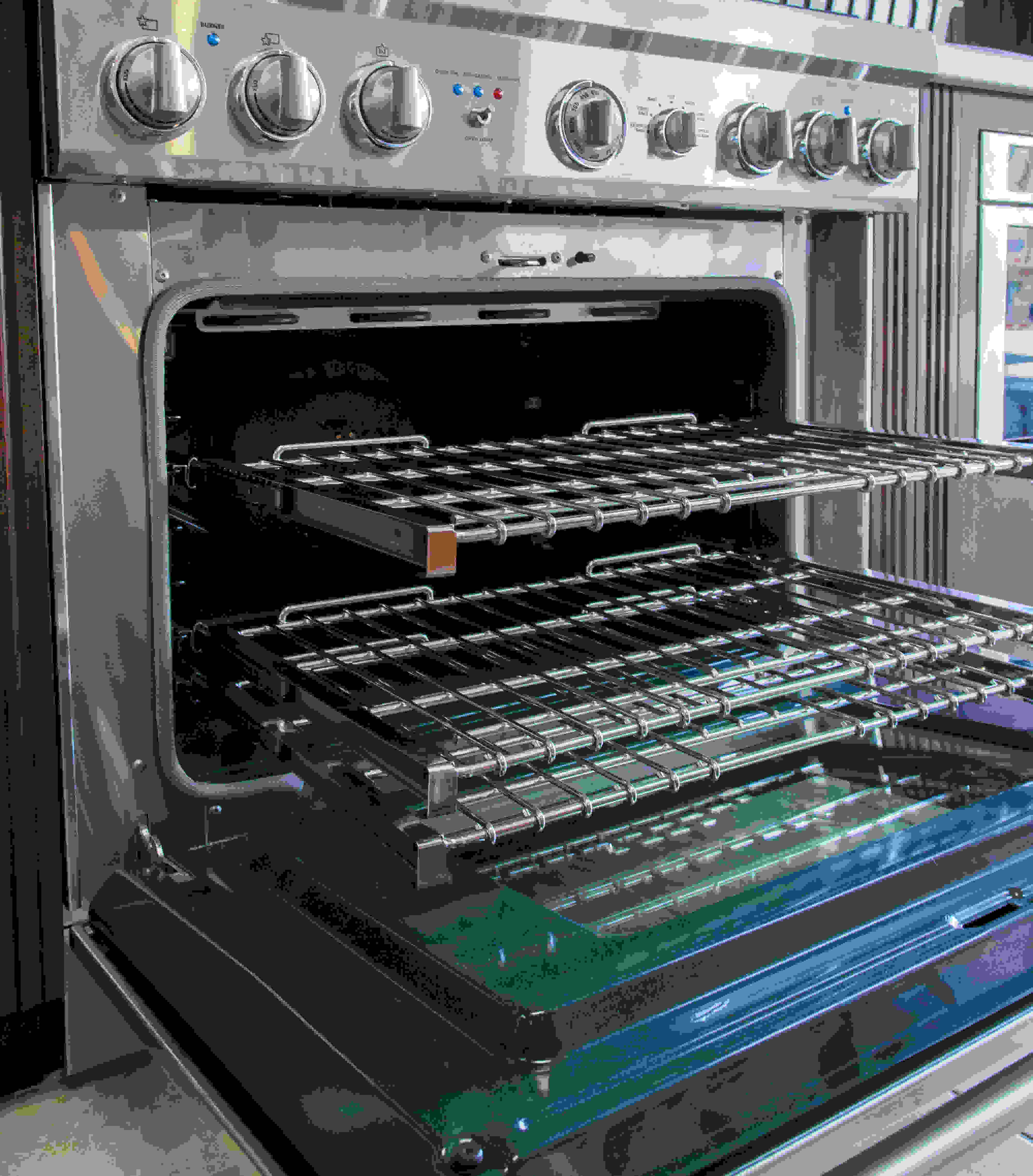Oven with racks