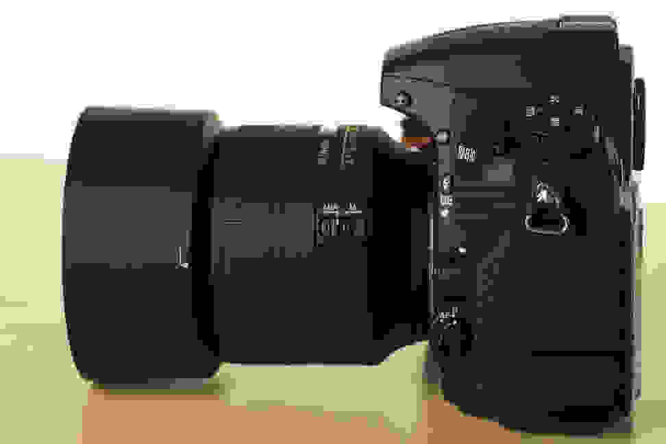 nikon-85mm-f1p8-review-design-camera-side.jpg