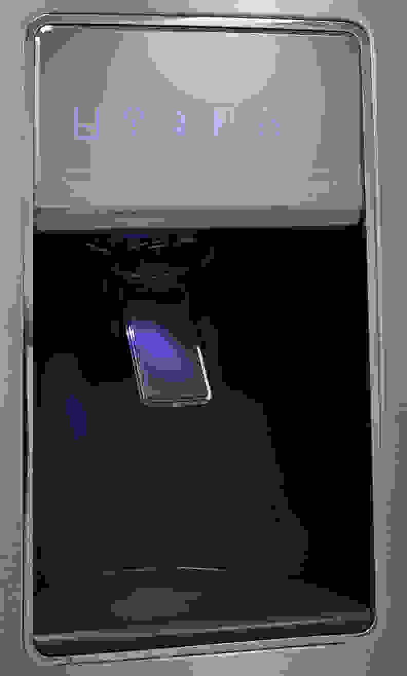 Whirlpool WRF757SDEM Dispenser