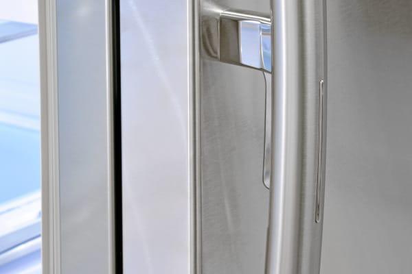 This subtle trigger is hidden behind the Samsung RF30HBEDBSR's right door handle.