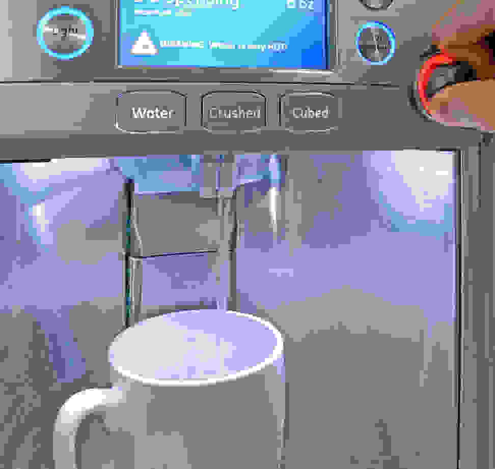 GE-Cafe-CFE28TSHSS-hot-water.jpg