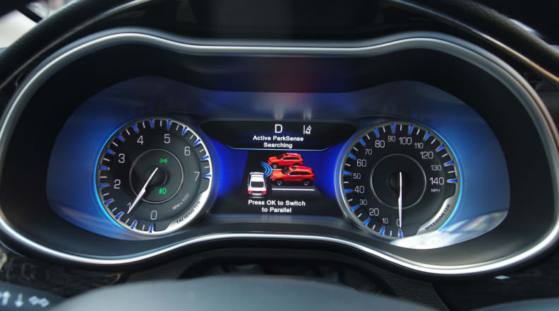 Chrysler 200  parking assist
