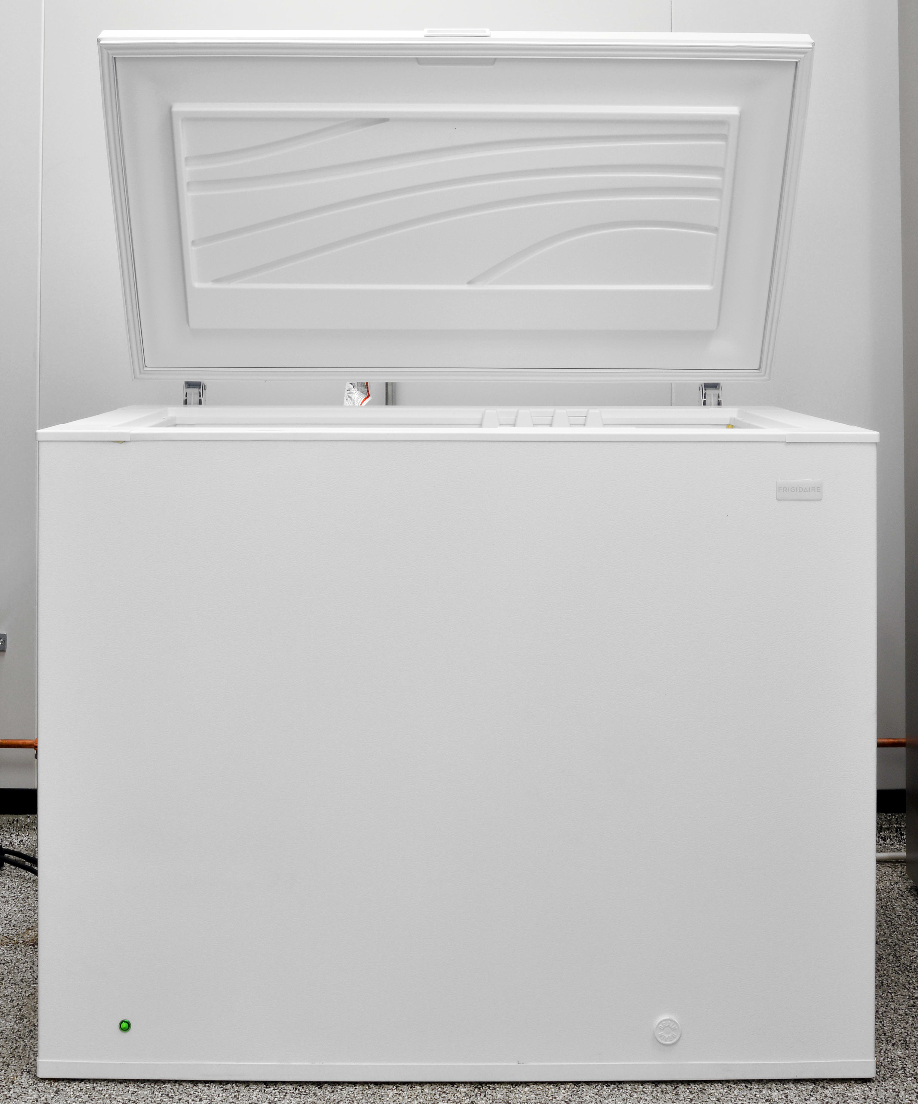 The wavy pattern on the door interior is the most visually unusual thing about the Frigidaire FFFC09M1QW.
