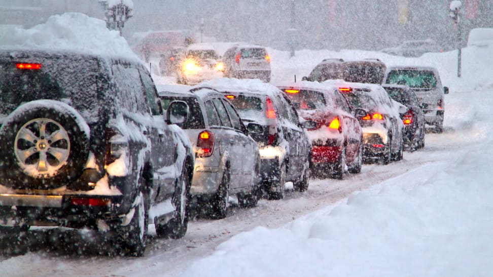 8 things you should always have in your car this winter