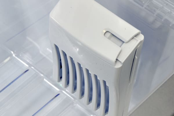 The Kenmore Elite 51773's air filter is designed to absorb ethylene to slow down the ripening process of your produce.