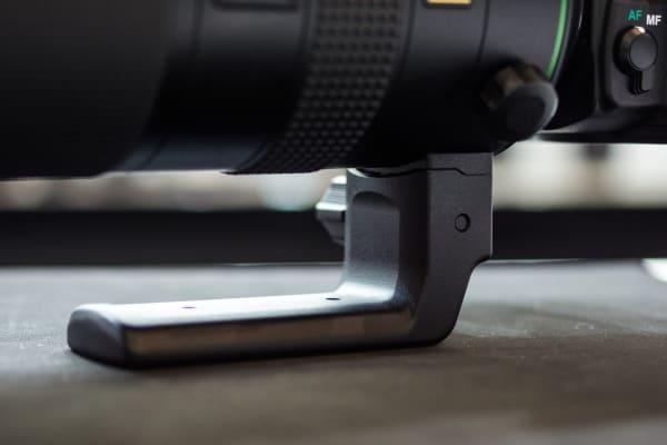 Both lenses' huge sizes necessitate this external tripod mount.