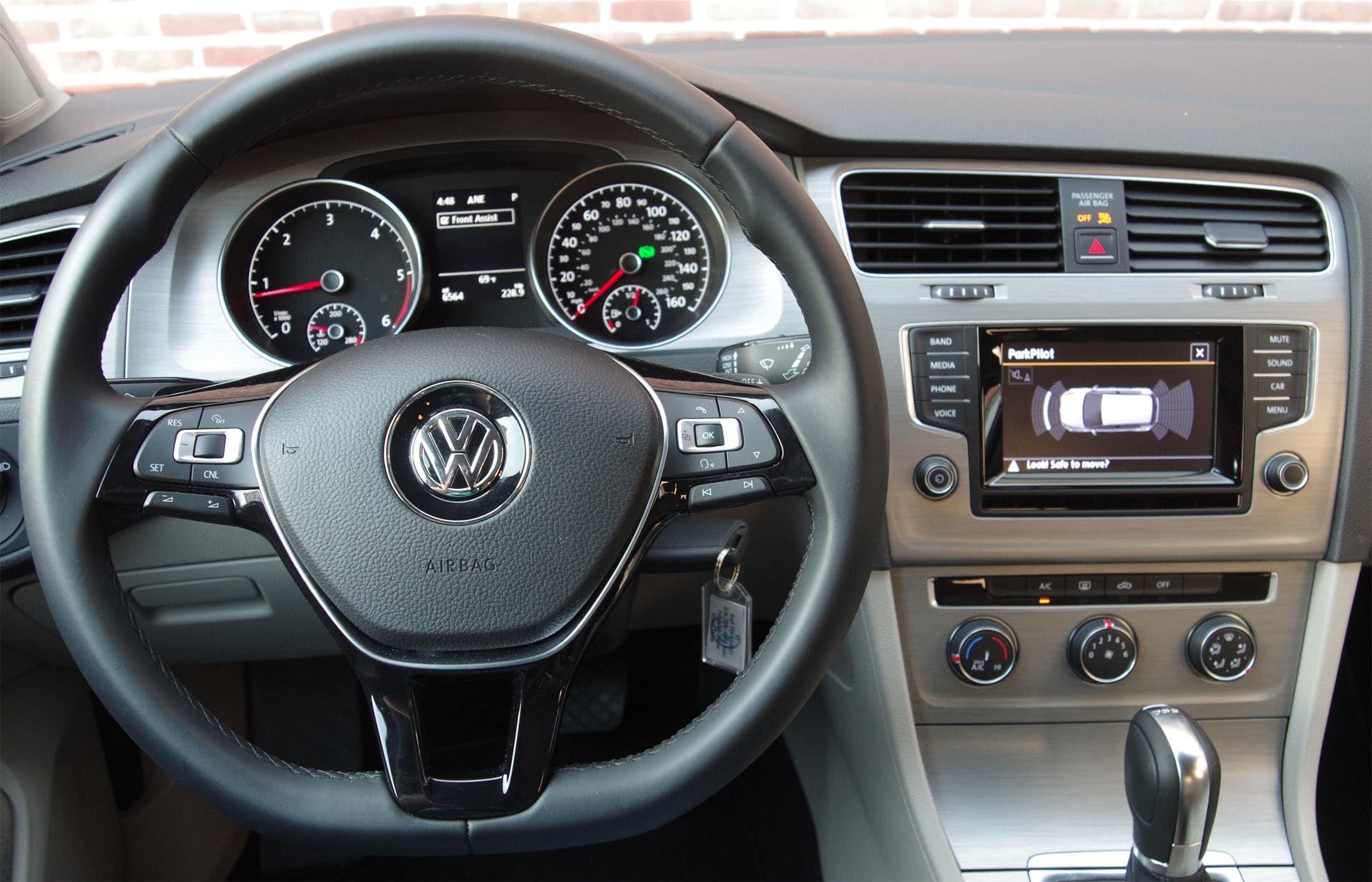 2015 Volkswagen Golf dashboard