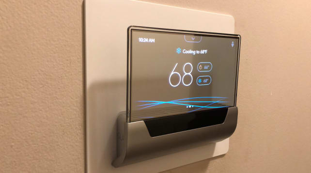 Glas-smart-thermostat-display