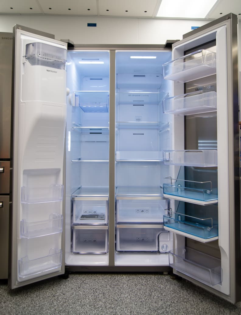 Inside, the overall layout of the Samsung RH29H9000SR Food Showcase is quite typical compared to regular side-by-side fridges.