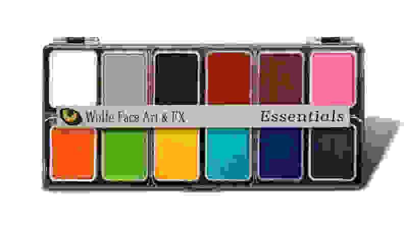 A 12-pan paint palette.