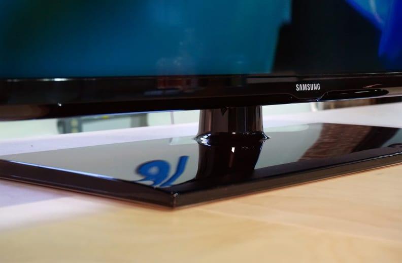 Samsung-UN40H6203-Stand.jpg