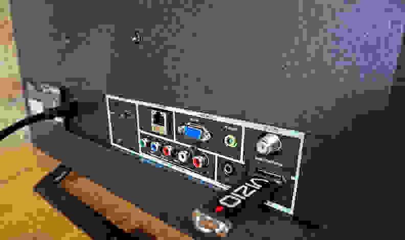 Vizio-E24i-Ports.jpg