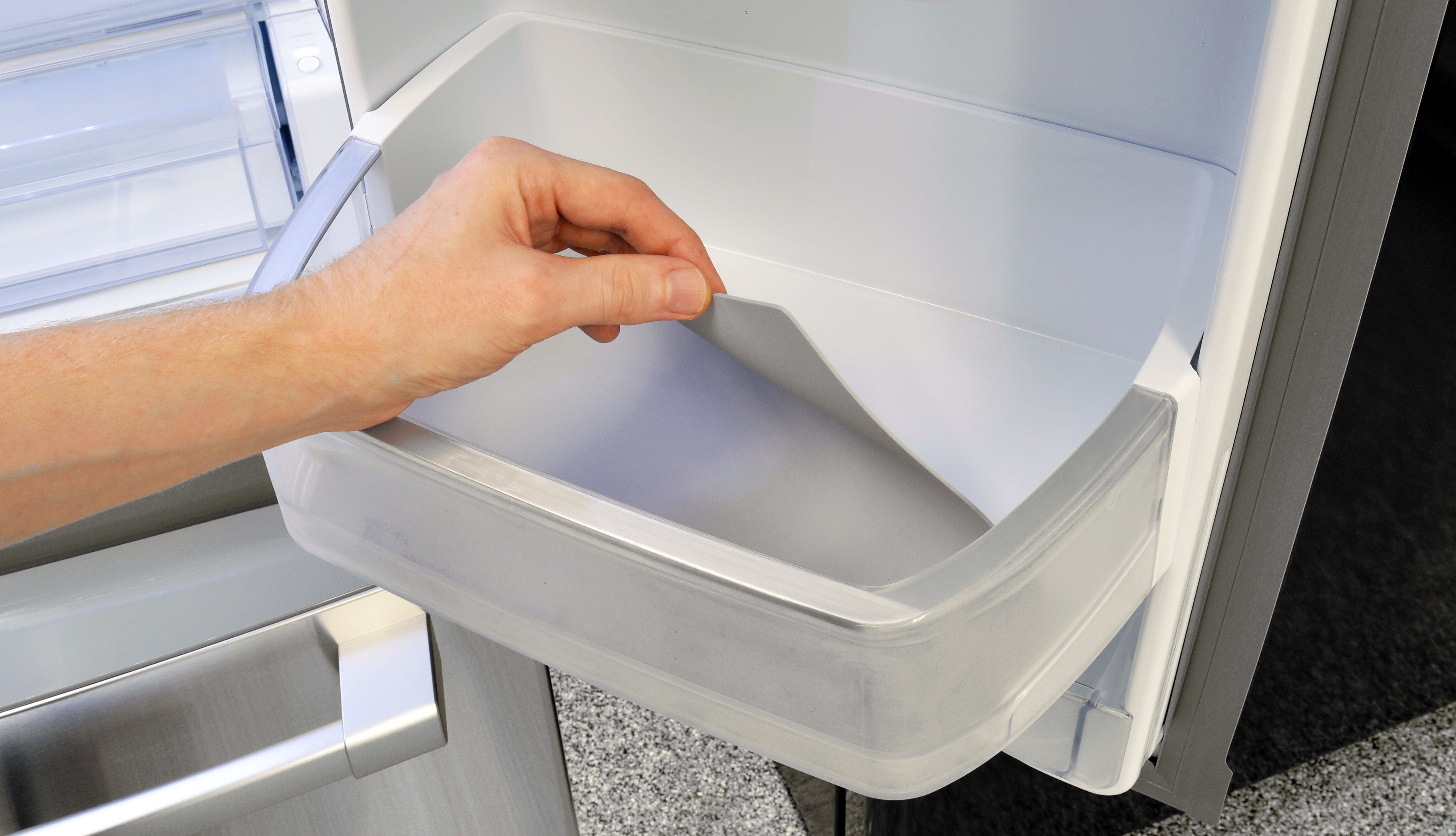 Each of the Kenmore Pro 79993's door shelves–except the dairy bin–have a removable rubber lining to aid in cleaning and spill containment.