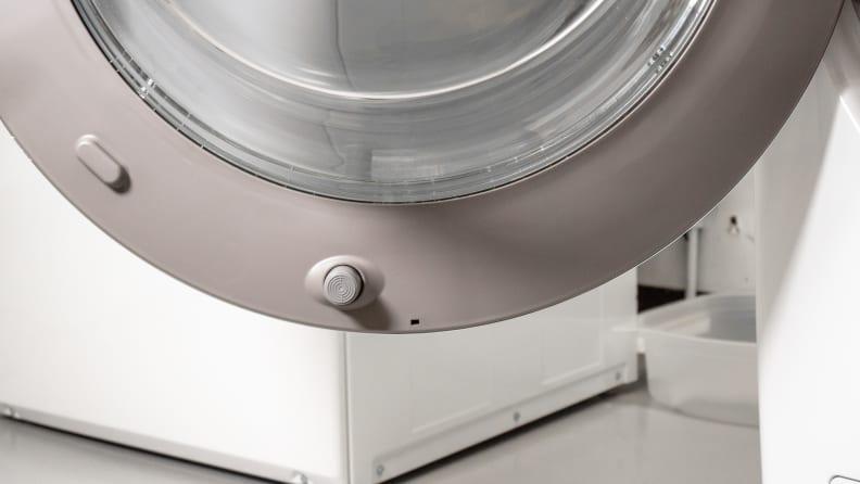 LG WM3900HWA magnetic stopper