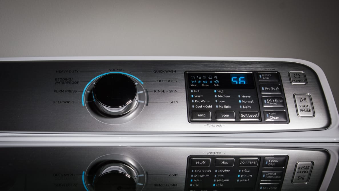 The Samsung WA45M7050AW has a clean control panel