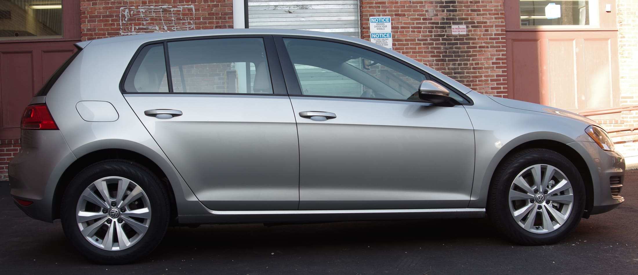 2015 VW Golf side