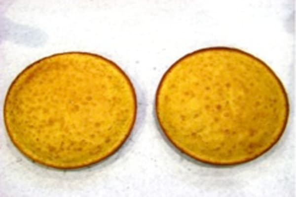 Lower oven cake tops