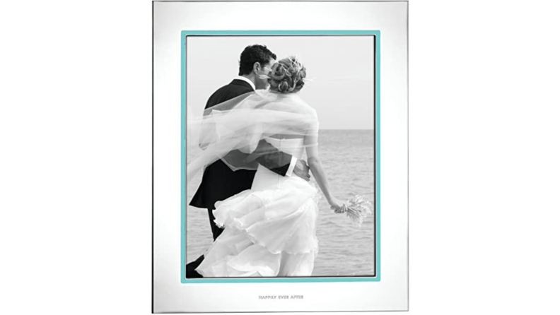 Best engagement gifts: Kate Spade picture frame