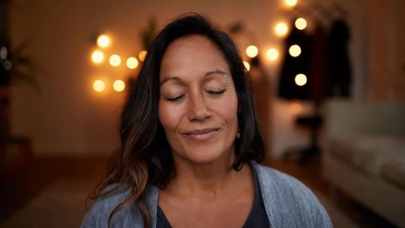 woman closes eyes