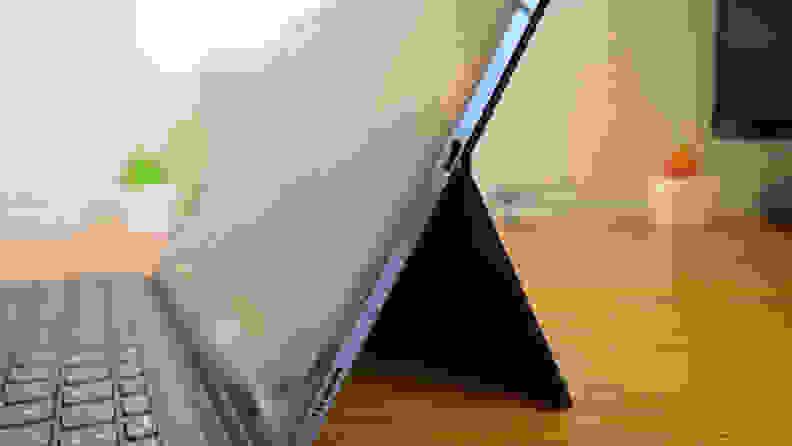 Samsung Galaxy Tab S7+ Side
