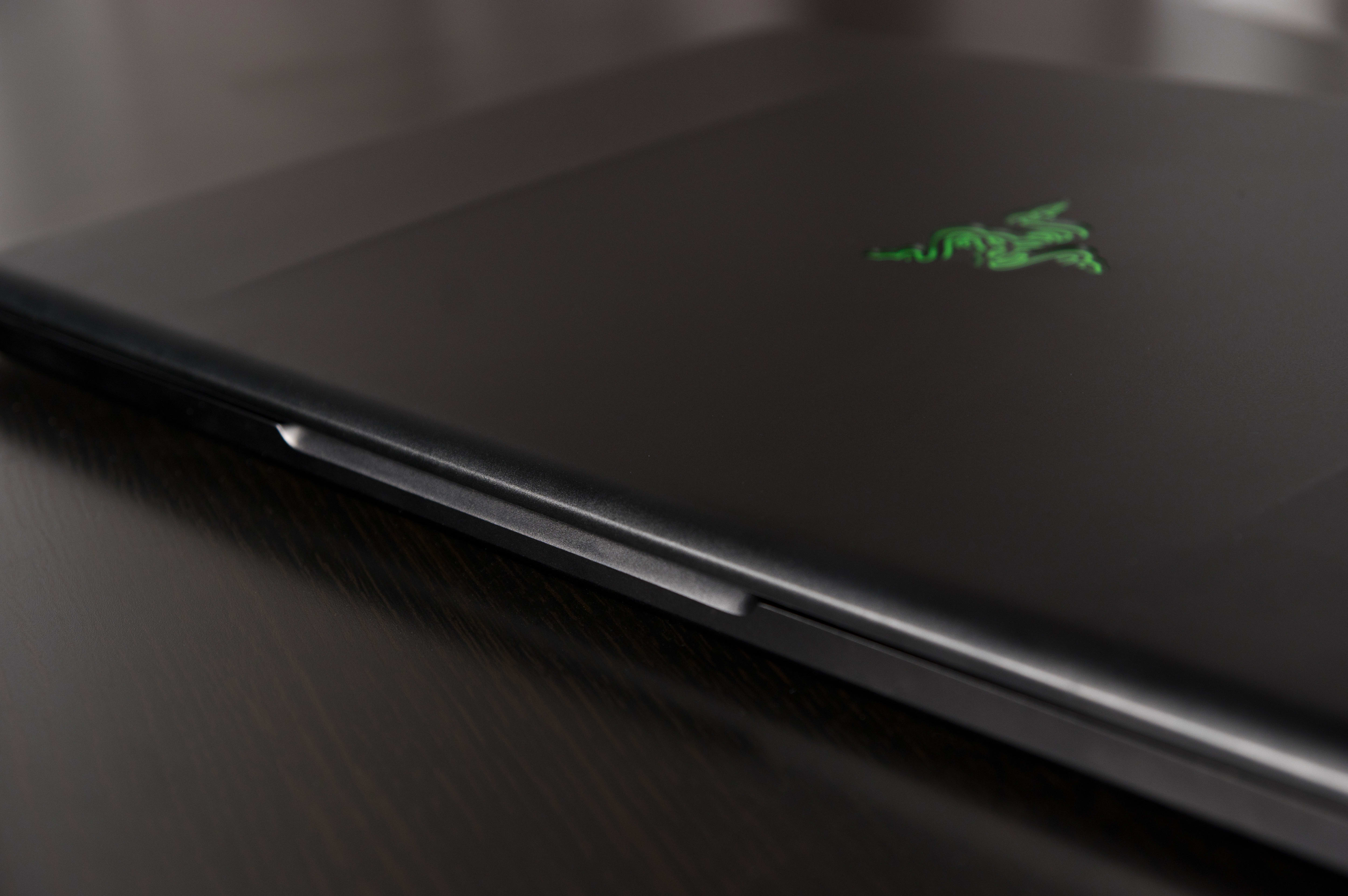 A photo of the Razer Blade Pro closed.