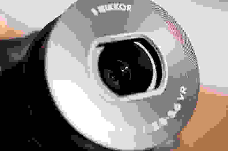 Nikon-V3-Review-Design-Lens.jpg