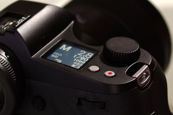 The top LCD on the Leica S can be used to get a quick readout of shooting info, including current mode, shutter speed, and ISO.