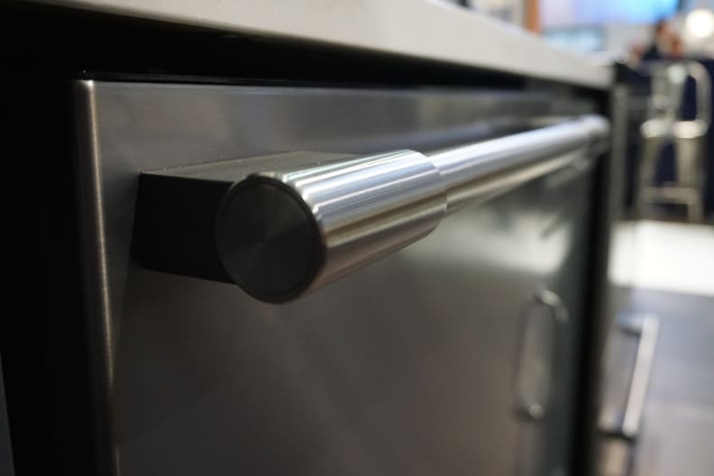 Frigidaire-Professional-Dishwasher-Handle-Design.JPG