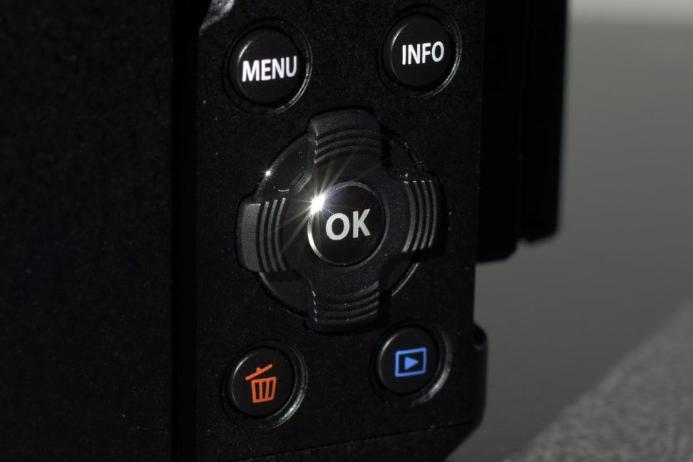 olympus-om-d-em-5-II-rear-dpad.jpg